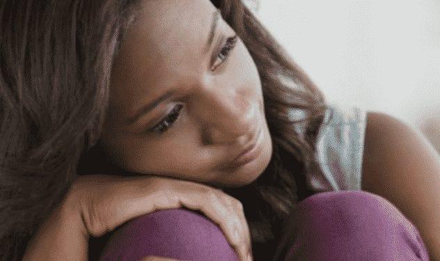 Terrible : mariée depuis 8 ans, elle découvre que son mari lui a en réalité transmis le Sida