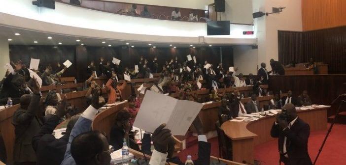 Les députés ivoiriens votent « non » à la gratuité de la carte nationale d'identité