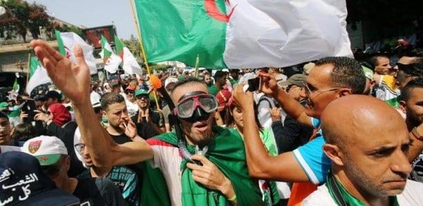 Algérie: les manifestants réclament l'arrestation du chef d'état-major