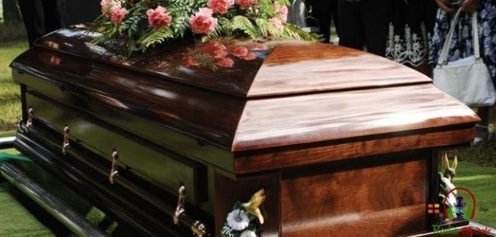 Inde, Un Homme ,déclaré, Mort, Réveille,funérailles