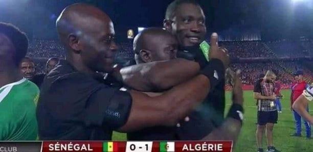 L'attitude des arbitres après la victoire de l'Algérie secoue la toile