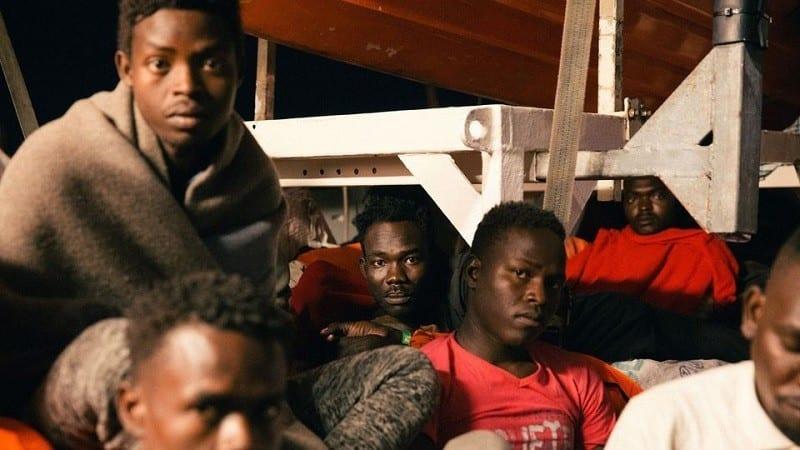 Un navire commercial italien a reconduit en Libye 108 migrants secourus dans les eaux internationales