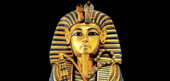 Une statue de pharaon mise aux enchères à Londres, les égyptiens en colère
