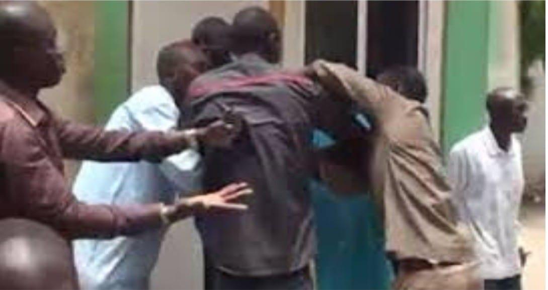 Deux imams guinnéens se battent pour diriger une prière