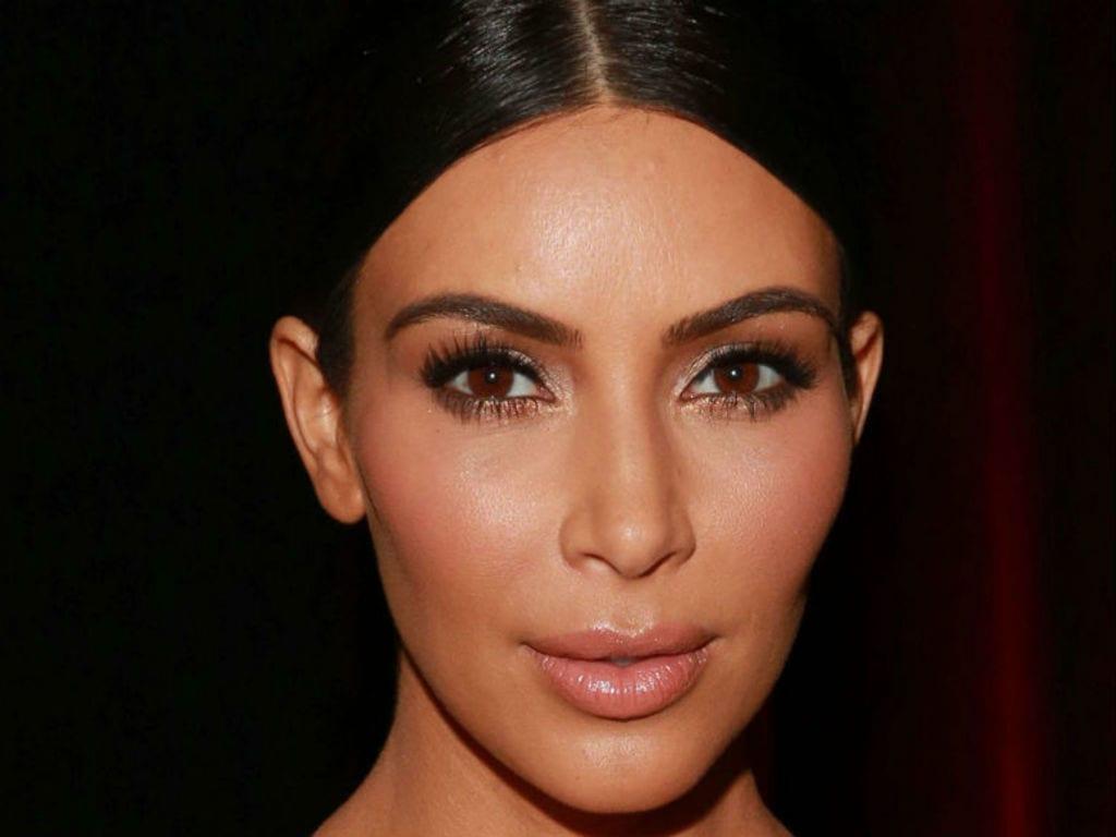 Kim Kardashian : Moquée pour ses imperfections cutanées, elle sort du silence