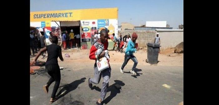 Afrique Du Sud,vague , Pillage De Commerces ,étrangers