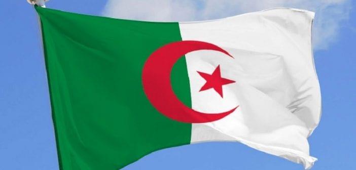 Algérie: une femme poignardée par son mari a été sauvée in extremis par des passants [Vidéo]