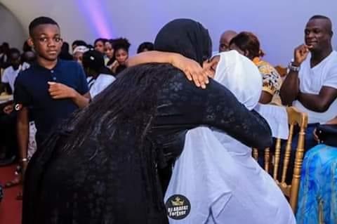 Arrêt sur image : La mère de Maël et Carmen chez Arafat DJ