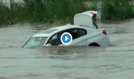 Il jette sa BMW reçue en cadeau dans la rivière car il voulait une Jaguar