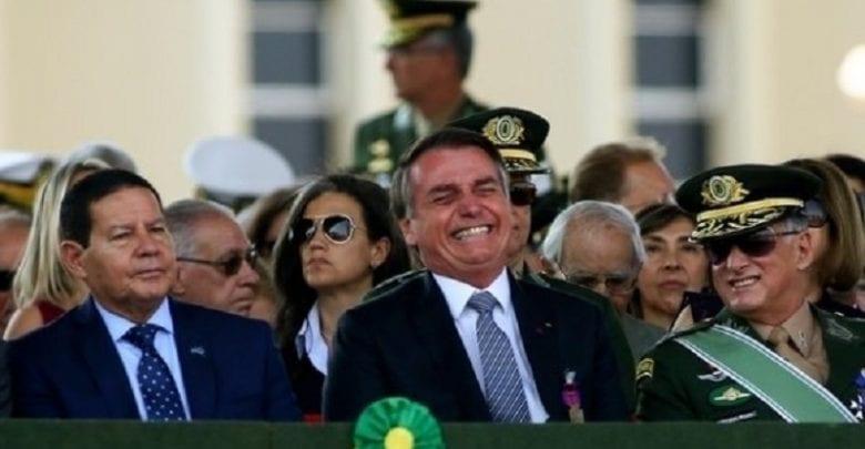 Crise Brésil-France: Le président du Brésil se moque du physique de Brigitte Macron