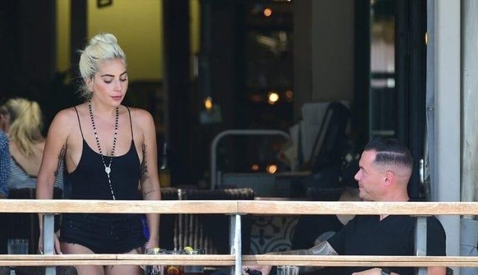 Lady Gaga ,surprise Entrain ,embrasser,gars ,photos
