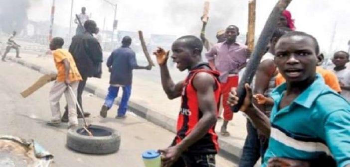 Nigeria: Un policier tué par la foule pour avoir abattu une femme enceinte