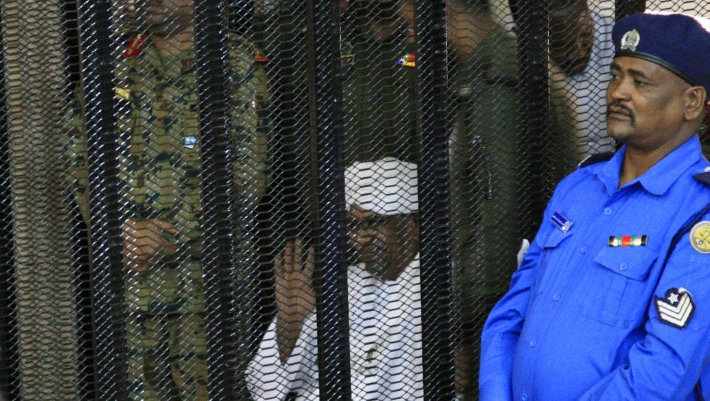 Procès Omar El Béchir: La défense demande sa libération sous caution