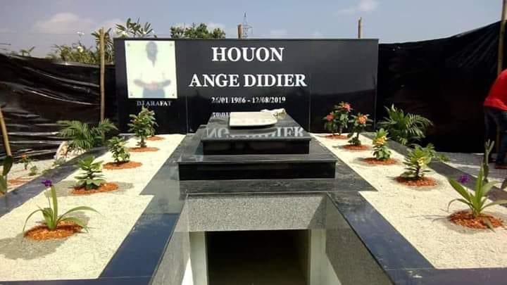 Voici les premières images de la tombe de Dj Arafat