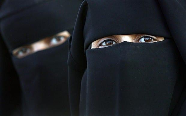 Deux hommes habillés en « Burqa », arrêtés à la sortie d'une mosquée