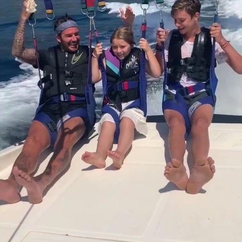 Photos. Victoria David Beckham Ces Tendres Moments Complices Famille Pendant Les Vacances Avec Leurs Enfants Square500x500