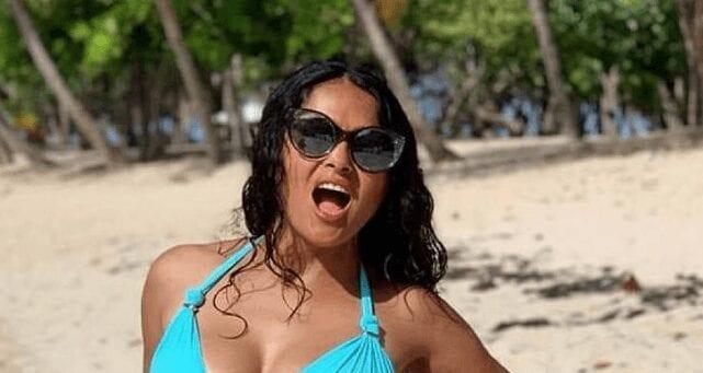 À 53 ans, Salma Hayek s'affiche dans un bikini qui fait réagir les internautes et les stars