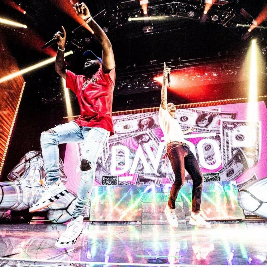 Davido a chanté samedi aux côtés de Chris Brown