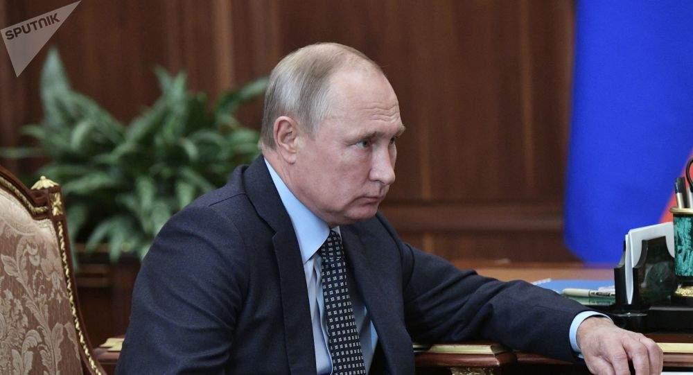 Vladimir Poutine rend hommage à Jacques Chirac