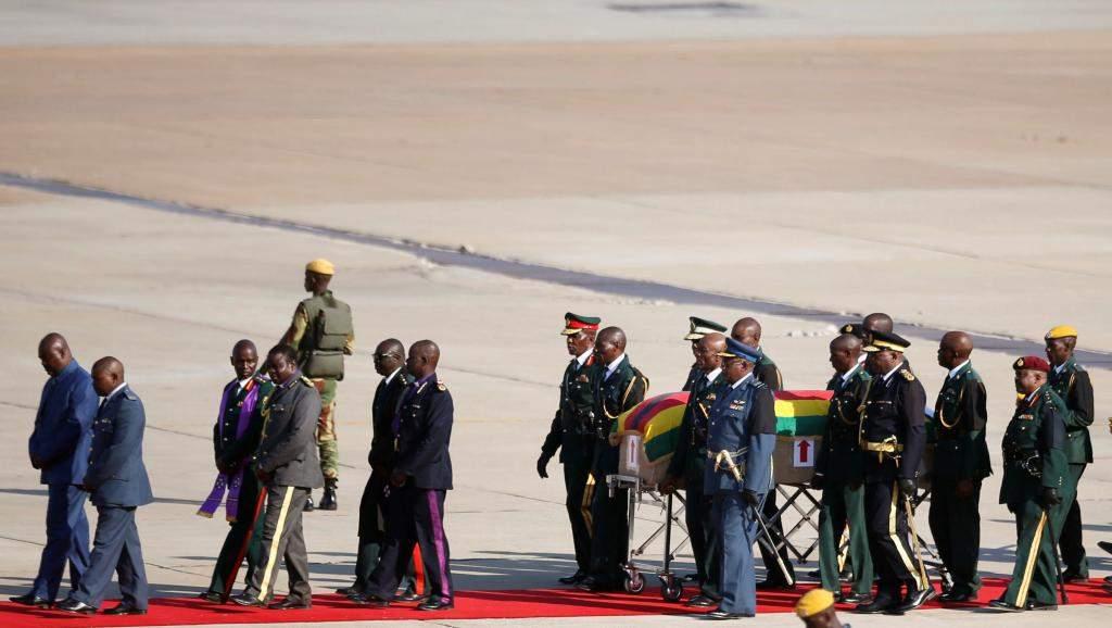La famille du feu Robert Mugabe en colère