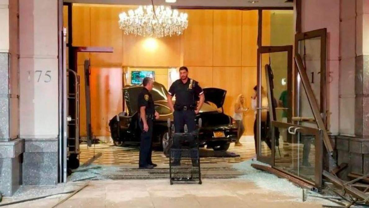 Un jeune fonce avec sa voiture dans l'hôtel Trump Plaza