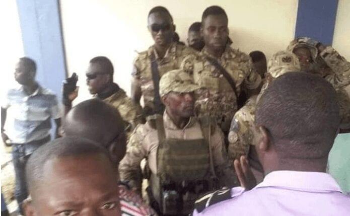 Côte d'Ivoire: les images de l'attaque des éléments des Forces spéciales sur la Préfecture de police d'Abidjan Côte d'Ivoire, les images de l'attaque des ,éléments des Forces spéciales , Préfecture de police d'Abidjan