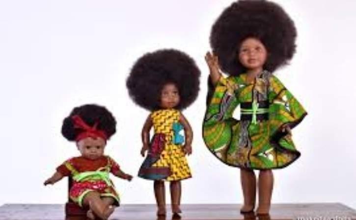 Un nigérian lance des poupées noires qui détrônent barbie