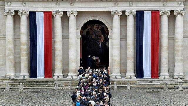 Décès de Jacques Chirac : les français lui rendent hommage à la Cour des Invalides