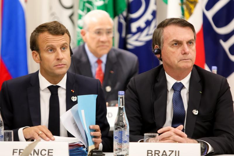 Un proche du président brésilien menace de tordre le cou à Emmanuel Macron