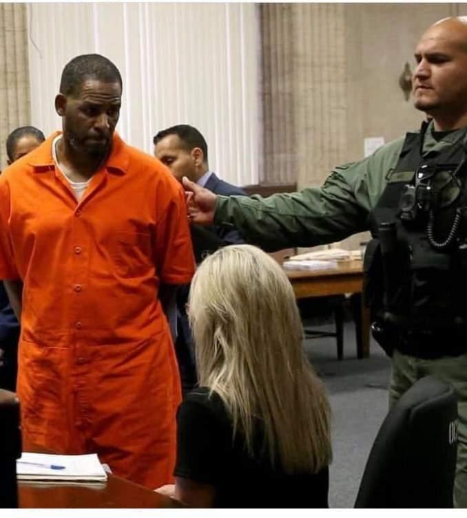 People : En Prison, R Kelly Fait Une Étonnante Demande