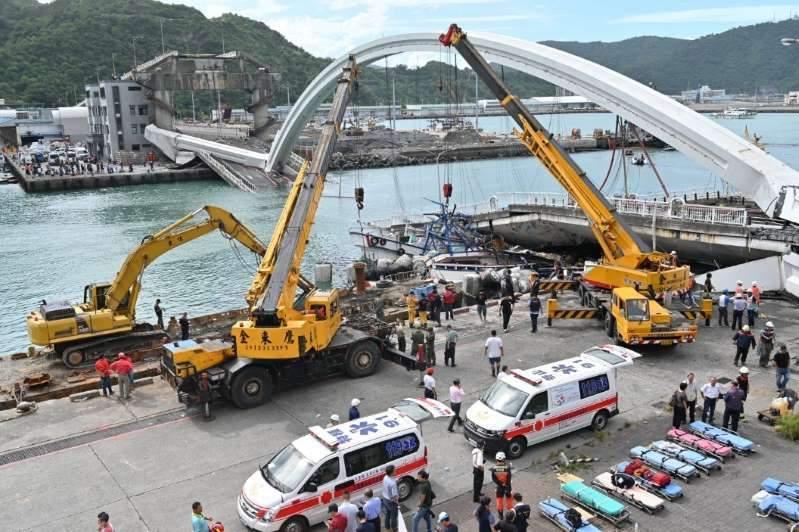Taïwan : effondrement de pont, plusieurs personnes prises au piège