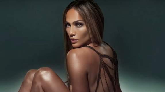"""Baila Conmigo"" : Jennifer Lopez rallume la flamme latino sur un titre sensuel"