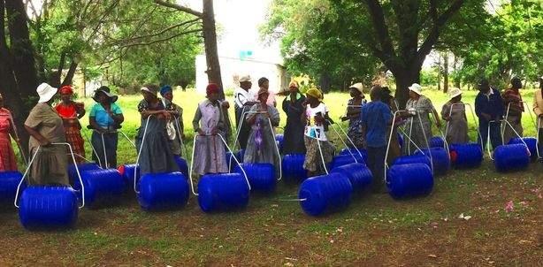 """""""Hippo Water Roller"""", Transport individuel d'eau potable – Afrique du Sud"""