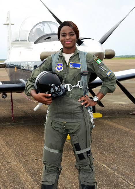 «Je pensais que je pouvais pas y arriver mais j'y suis arrivé» – Kafayat Sanni, premier pilote de chasse du Nigeria
