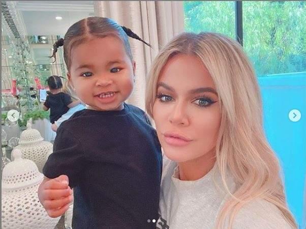 Khloe Kardashian Accusée De Retoucher Le Physique De Sa Fille True, Elle Se Fait Lyncher