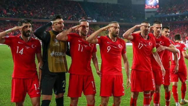La célébration militaire des joueurs Turcs va être examinée par la FIFA