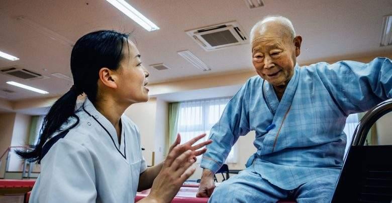 L'OMS lance une application numérique pour améliorer les soins aux personnes âgées