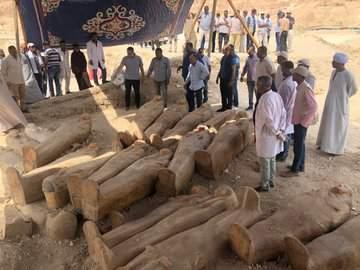 Impressionnante Découverte De 20 Sarcophages Anciens À Louxor