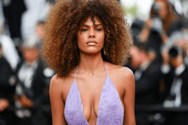 Tina Kunakey, la star franco-togolaise dévoile une photo intime de son couple