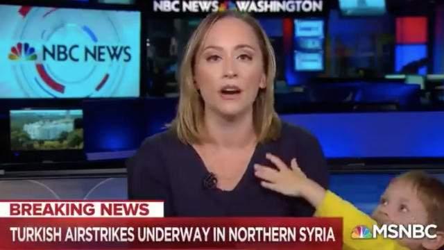 USA : une journaliste interrompue en plein direct par son fils-Vidéo