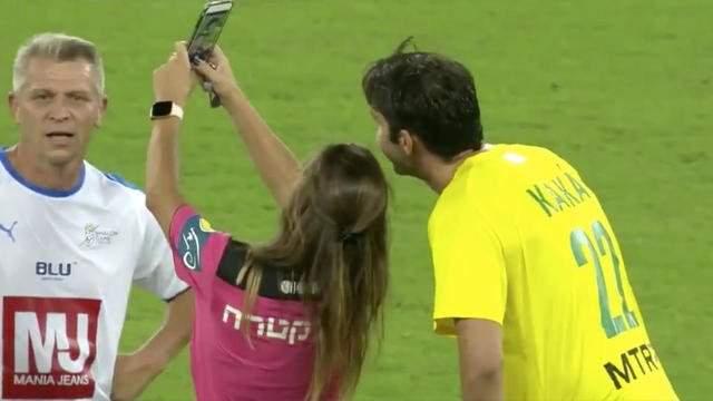 Football : Une arbitre sanctionne Kaka pour un selfie