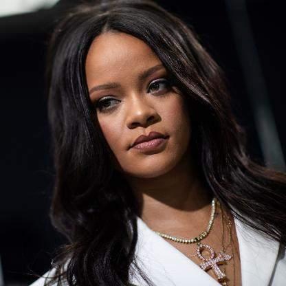 Rihanna moquée par un fan, elle lui répond propre !
