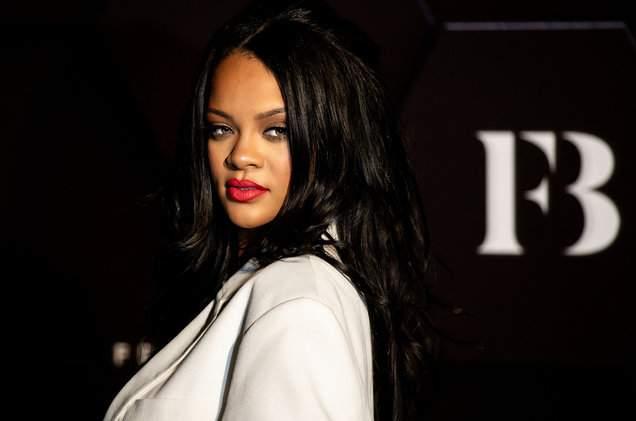 Rihanna met un terme definitif aux rumeurs de grossesse