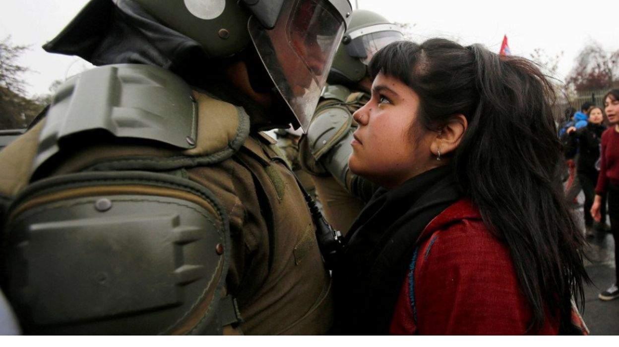 Une jeune fille tient tête à la police et toute la toile en parle