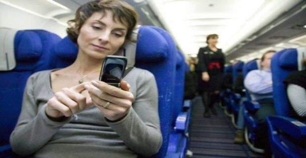 Faut-il réellement utiliser le téléphone portable dans l'avion ?