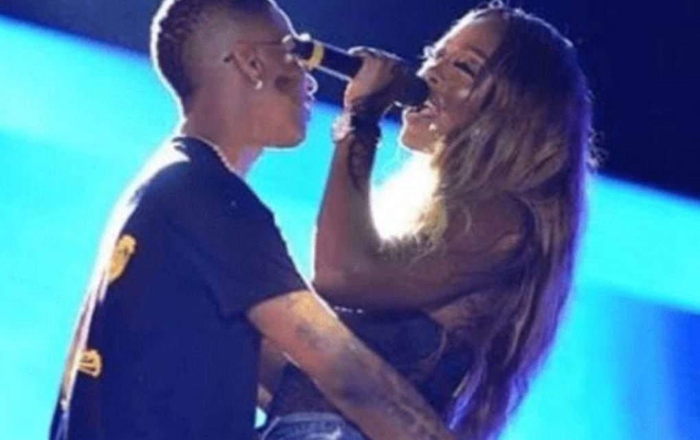 Wizkid et Tiwa Savage s'échangent encore un baiser langoureux sur scène
