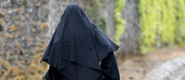 Réligion: Une mère supérieure tombe amoureuse en Italie