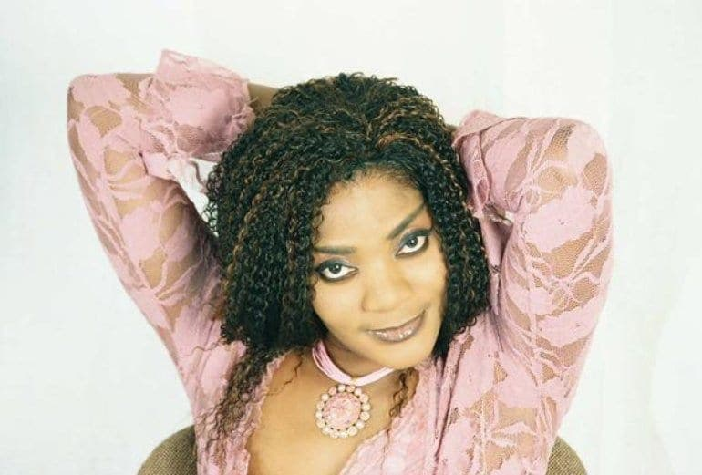 La chanteuse ivoirienne Monique Séka s'écroule en plein spectacle aux États-Unis