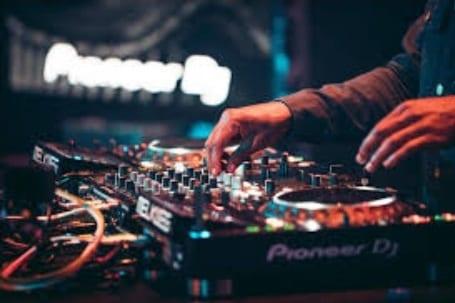 Recrutement de DJ et Assistant DJ pour un établissement