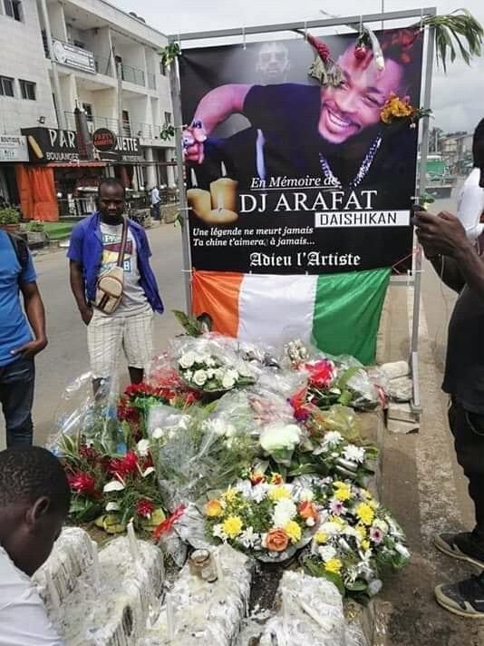Grosse colère chez les fans de Dj Arafat après le saccage du lieu de l'accident de leur idole